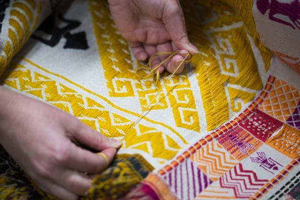 Proces in het TextielLab, Jennifer Tee. Foto: Tommy de Lange i.o.v. TextielMuseum.
