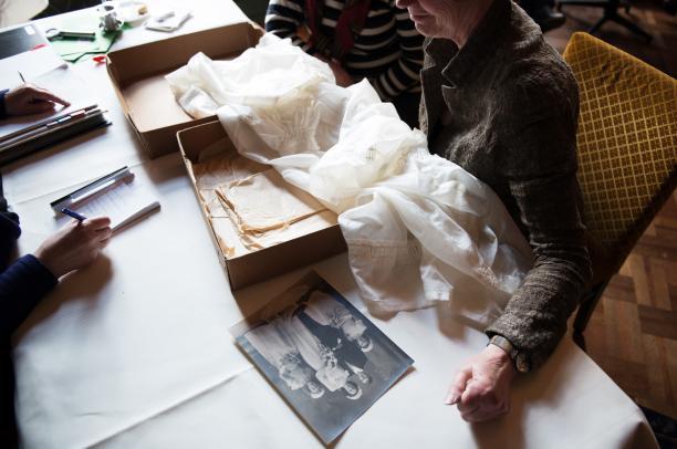 Trouwjapon van parachutezijde en trouwfoto