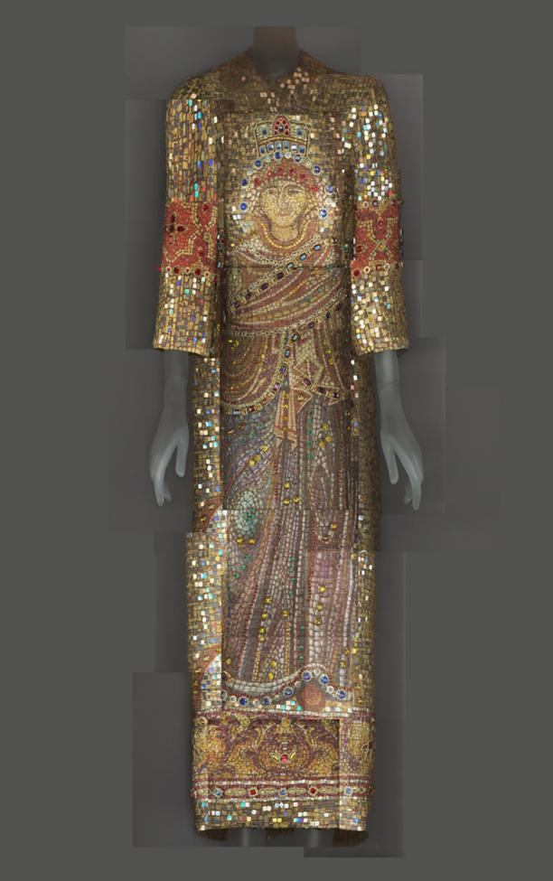 Digitale compositie van Katerina Jebb van een mozaïekjapon van Dolce & Gabbana, herfst-winter 2013-2014. Bron: Metropolitan Museum of Art.