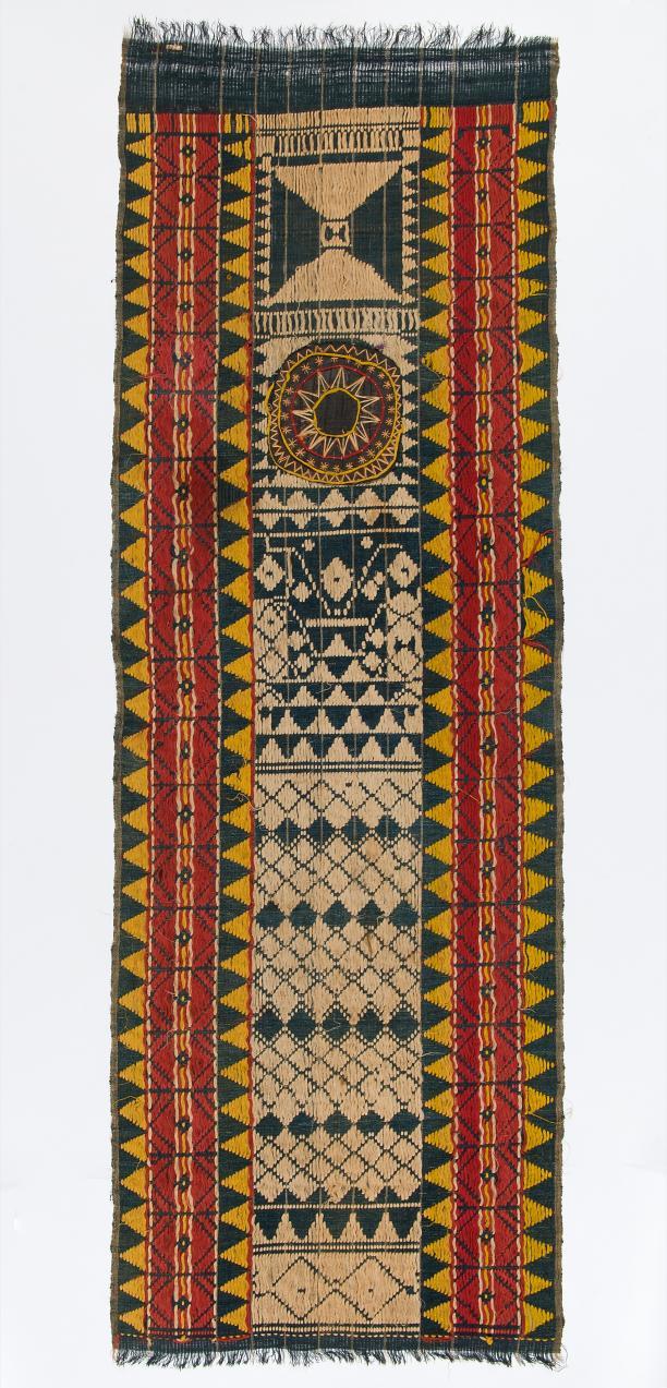 Geweven lamak, ca. 1930. Collectie Nationaal Museum van Wereldculturen, TM-1841-4. Fotograaf: Irene de Groot