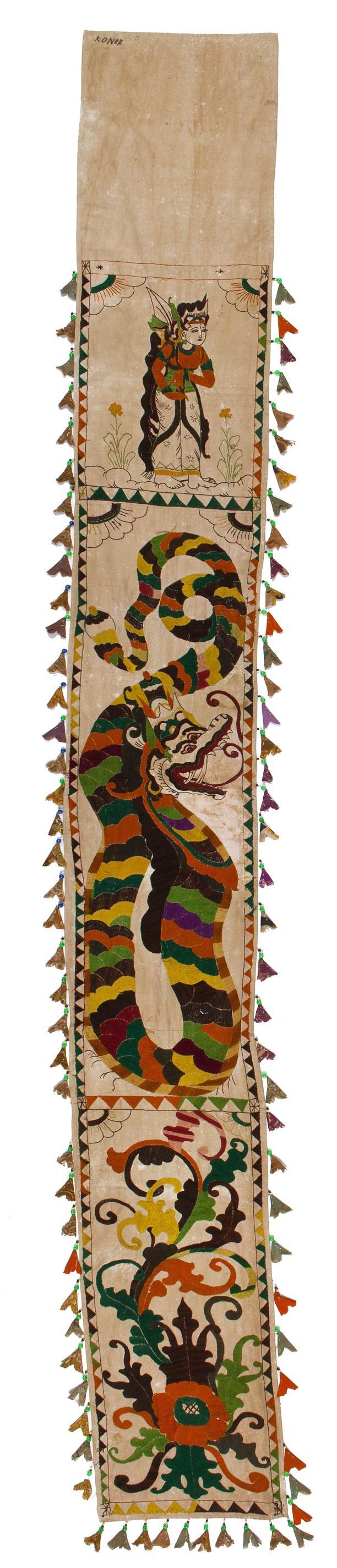 Afb. 5: Geborduurde lamak, ca. 1970. Collectie Nationaal Museum van Wereldculturen, RV-6223-1. Fotograaf: Irene de Groot