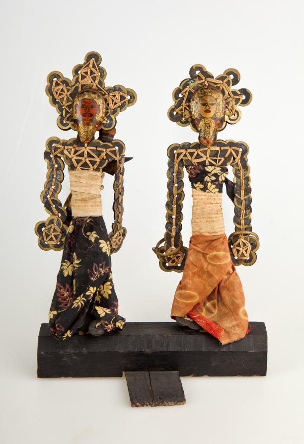 Afb. 6: Godenbeeldjes gemaakt van Chinese munten, ca. 1900. Collectie Nationaal Museum van Wereldculturen, RV-1586-136. Fotograaf: Irene de Groot