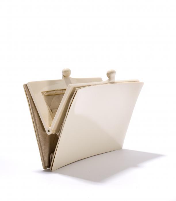 Chanel tas, wit kunststof met beige voering, Frankrijk, 1930-1935, Tassenmuseum.