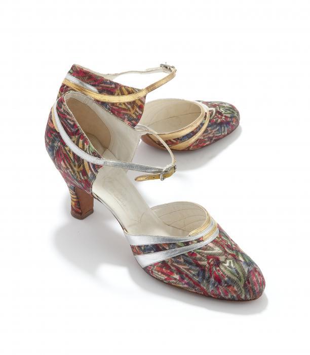 Schoenen, leer met decoratie van zilver- en gouddraad en zijde, USA, ca. 1930, Tassenmuseum.