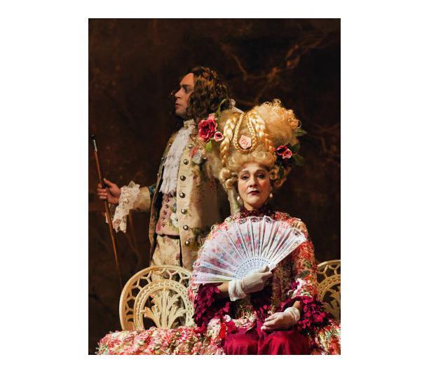 David Geysen en Saskia Mees in Casanova (Toneelgroep De Appel). Via: toneelgroepdeappel.nl/archief.