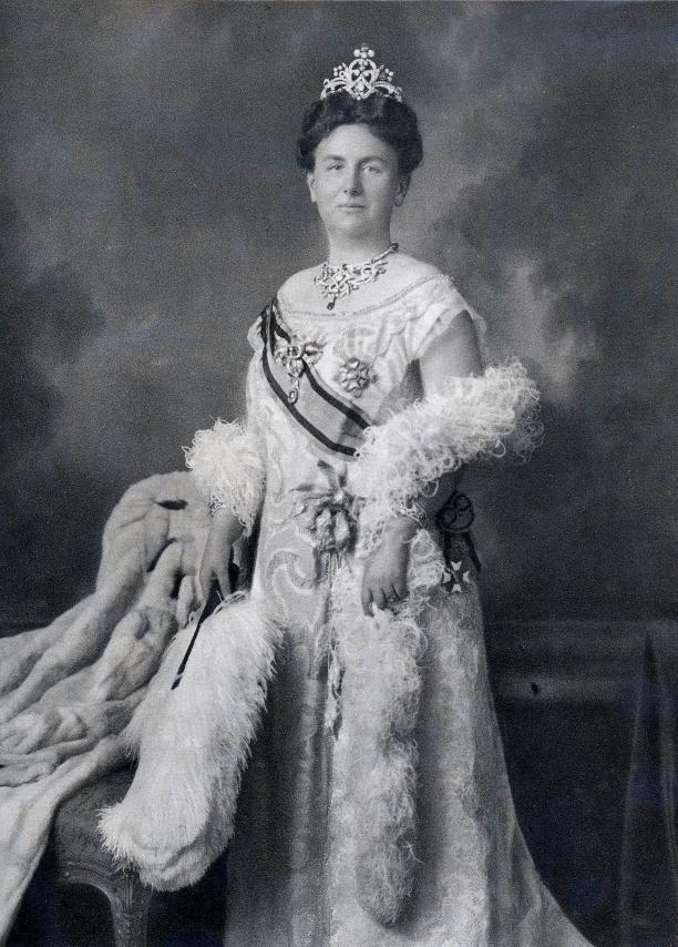 Afb. 2 Staatsieportret Koningin Wilhelmina, 1923, Koninklijk Huisarchief.