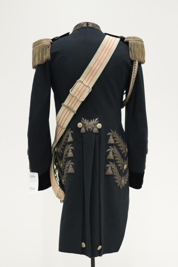Achterkant gala rokjas van een opperjagermeester, collectie Paleis Het Loo. Foto: Niels Coppes.