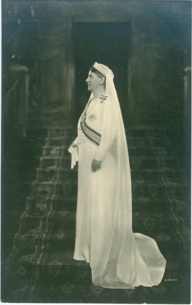 Afbeelding 4: Koningin Wilhelmina in witte rouw na het overlijden van prins Hendrik, 1934, collectie Paleis Het Loo.