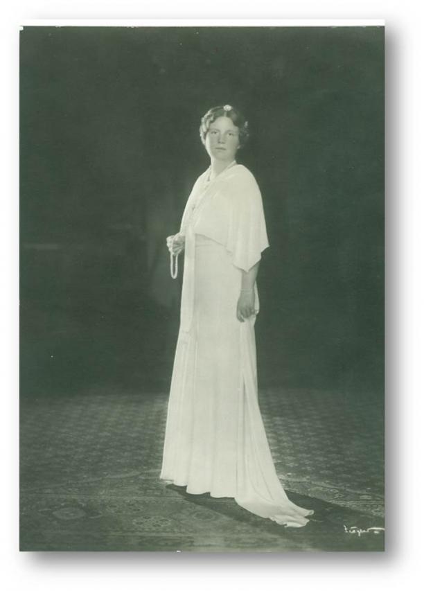 Afbeelding 5: Prinses Juliana in witte rouw, 1934. Franz Ziegler, collectie Koninklijke Verzamelingen, Den Haag.