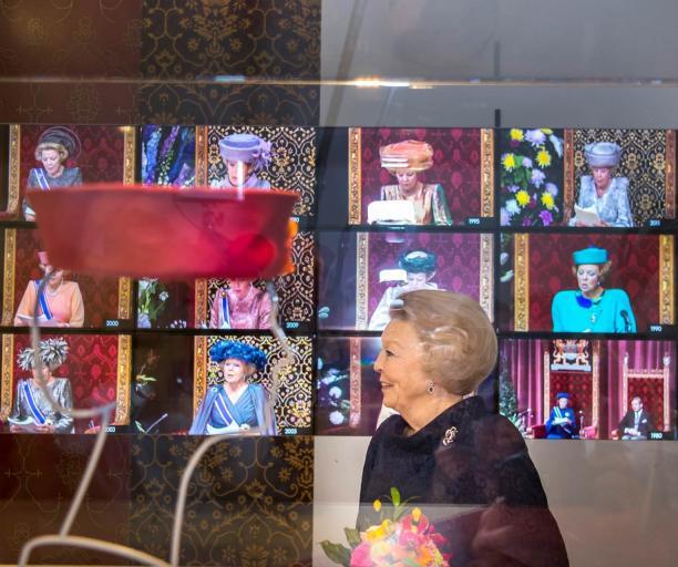 Prinses Beatrix bij de opening voor de Prinsjesdaghoeden. Fotograaf Frank van Beek