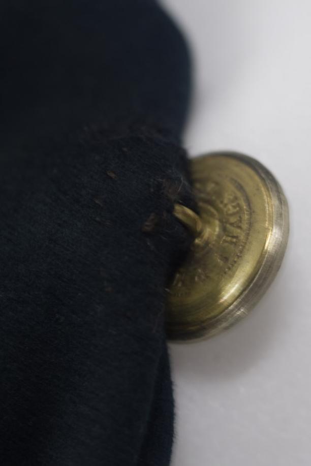 Onderkant zilveren knopen (moeilijk te fotograferen). Foto: Niels Coppes.