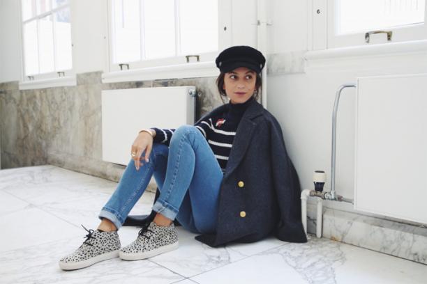 Afbeelding 9: Lizzie van der Ligt met schipperspet, 2016. Bron: Fashionista.