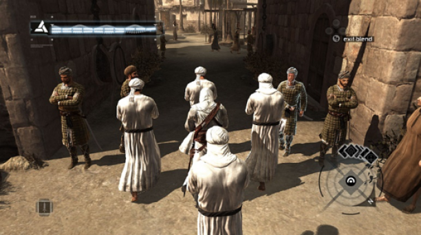 Altair verhuld tussen vier mannen