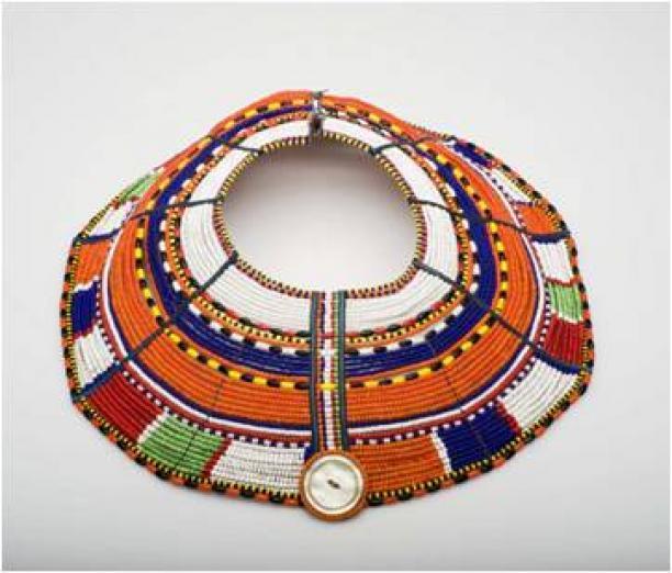 Halssieraad, onderdeel van een vierdelige sieradenset, glaskralen, ijzer, rubber, 6 x 38 cm, voor 1988, Samburu, Kenia, Afrika, TM-5104-1a, Stichting Nationaal Museum van Wereldculturen.