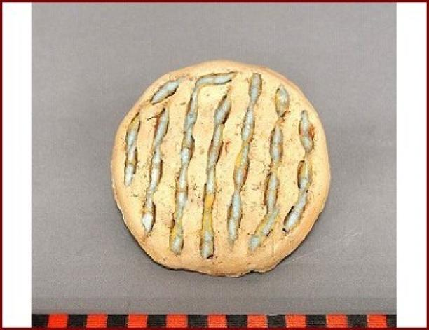 Horizontale mal gevuld met glaskralen, klei, poederglas, gebakken, voor 1996, Ghana. Inventarisnummer: RV-5899-1127, Stichting Nationaal Museum van Wereldculturen.