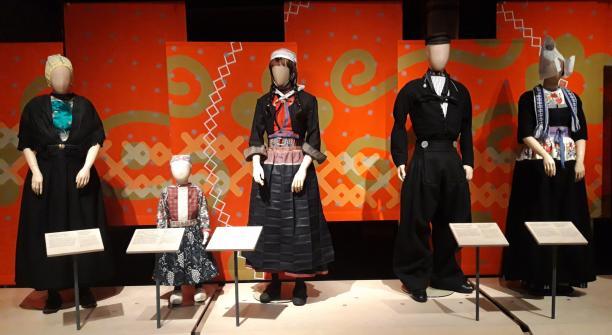 Modemuze, Zuiderzeemuseum, Kleren maken de vrouw, Marjolein Pas, Duurzaamheid, Fast Fashion, Good Fashion, Klederdracht, Zuiderzeegebied