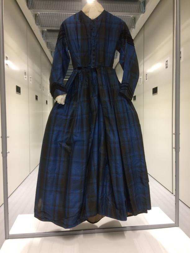 Afbeelding 5: Japon, 1850-1870, changeant zijde, inv.nr. T1937-195, onderdeel van de schenking van Alida. Foto: Hanna Hakvoort