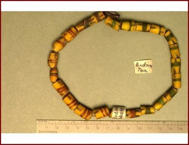 Ketting met bodom poederglaskralen, poederglas, poederglas-techniek, voor 1996, Ghana. Inventarisnummer: RV-5899-573, Stichting Nationaal Museum van Wereldculturen.