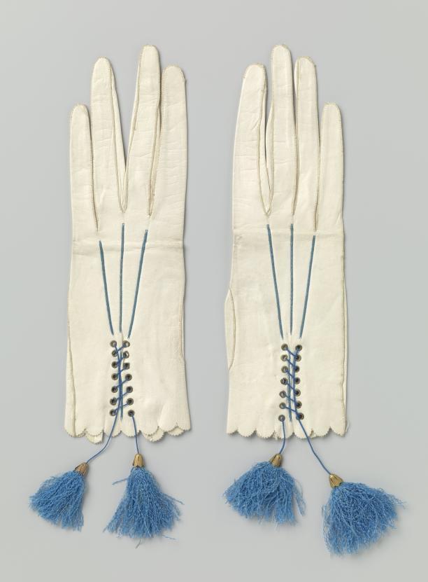 Handschoenen met kwastjes, kalfsleer, koper en zijde, Engeland, ca. 1860, Rijksmuseum.