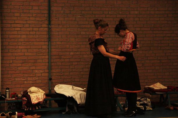 Blog Modemuze Dansen in kraplap Dansrepetitie in kostuum. Foto Wijnand Karel 7