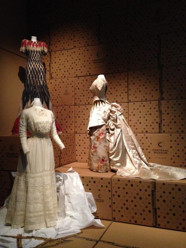 Blog Modemuze Judith van Hilten dress, fashion en new museology in Uit de Mode Centraal Museum afb 1