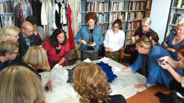 Blog Modemuze Sterre Snijders Nederlandse mode van binnen en van buiten. Open depotbezoek Gemeentemuseum Den Haag