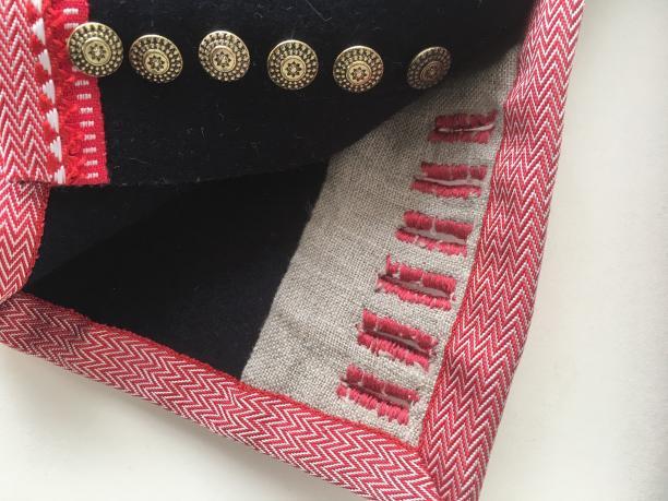 Detail steekmouw Meesterproef Marker Kostuum, foto: Paulette Hoppenbrouwers