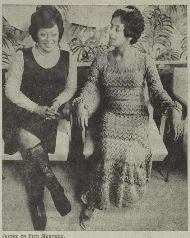 Twee dames in jurk