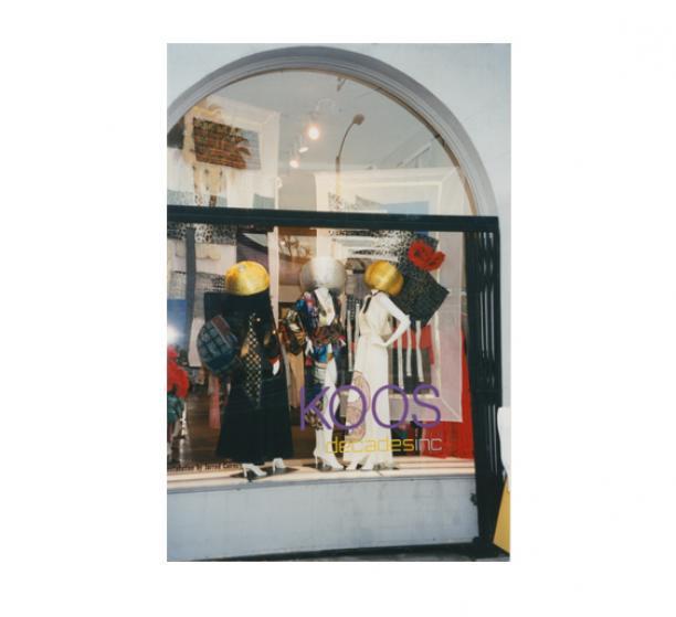 Afb. 3. Koos in de etalage van vintageboetiek Decades, 2002.