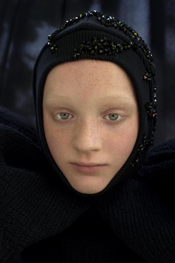 Blog Modemuze. Ferry Schiffelers, collectie 2018 Défilé de Deuil, fotografie Imke Panhuijzen, Make up en haar Pascale Hoogstraate