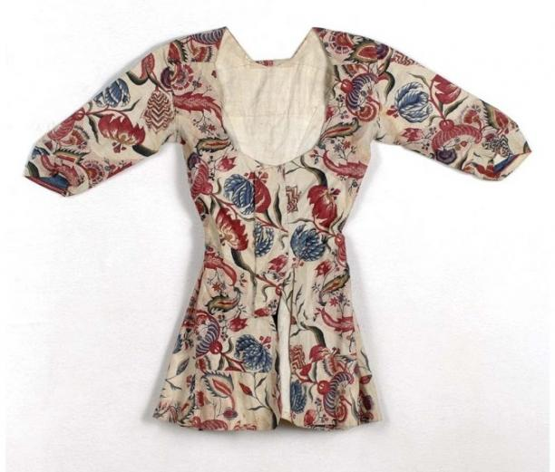 Chintz women's jacket, ca. 1800, the Netherlands, collection Stichting Nationaal Museum van Wereldculturen.