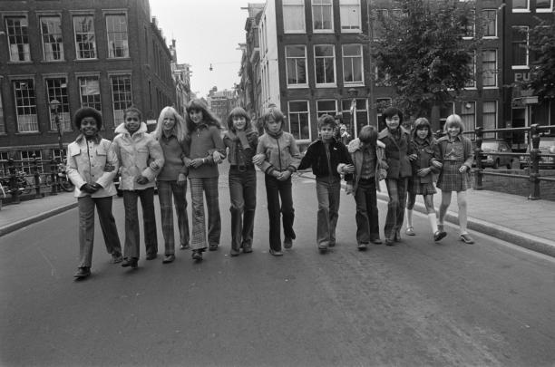 Afb. 3 Hans Peters, Kindermode van Barbara Farber getoond in Amsterdam, Kinderen tonen de kleding, 29 augustus 1973, Nationaal Archief / Fotocollectie Anefo.
