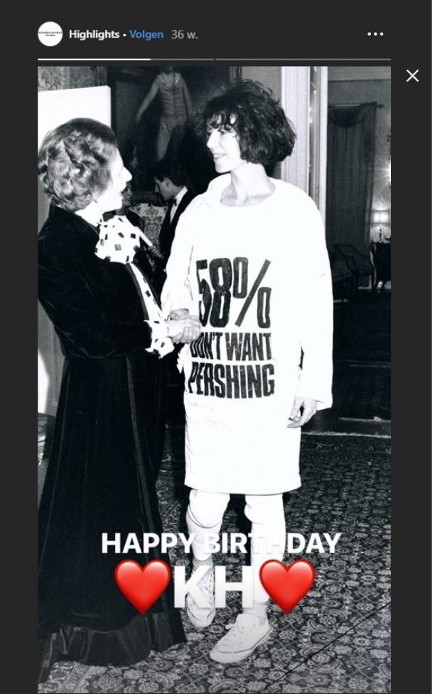 Fashion Statement avant la lettre. Britse mode-ontwerpster Katharine Hamnett tijdens ontmoeting met president Margaret Thatcher,1984. Instagram Story via @katharinehamnett, 23-4-2019