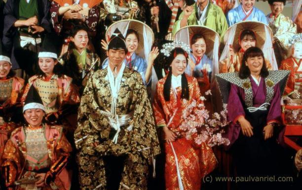 Afb. 7: Verschillende historische stijlen kimono's worden met trots gedragen tijdens een internationale toerisme conferentie in Nagoya. Foto: Paul van Riel, Nagoya 1996