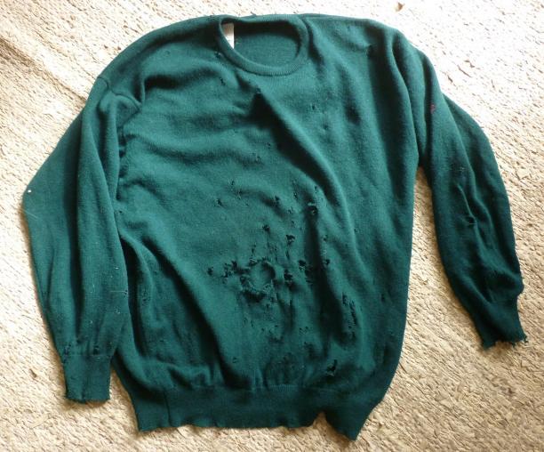 Blog Modemuze, Tom of Holland, visible mending, Een trui vol met mottengaten… pas zes jaar later waren alle gaten hersteld.