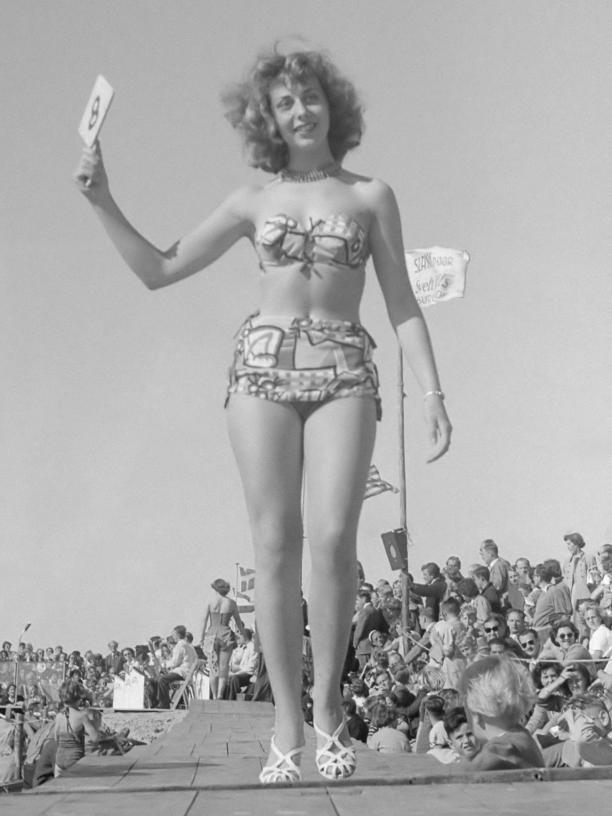 Verkiezing Miss Zandvoort 1951; Mimi Kok. Harry Kok,/Anefo Nationaal Archief. Wikicommons