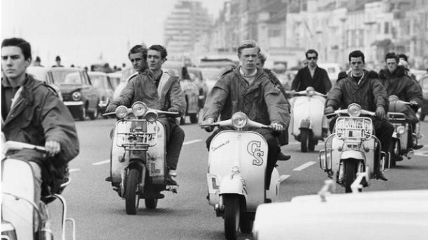 Mods op Vespa's, archiefmateriaal via BBC.co.uk, uitzending 'Mods and Rockers' 13 mei 2014.