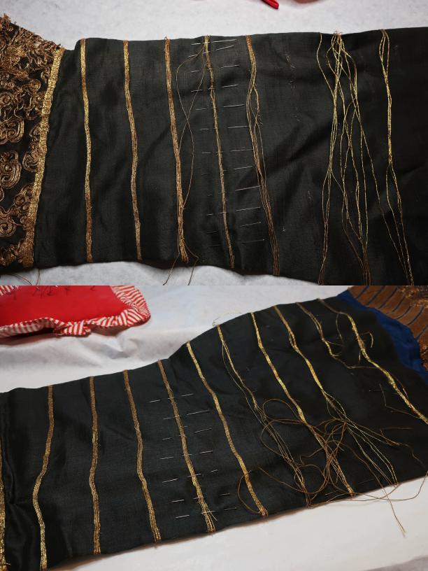 Blog Modemuze Sjoukje Telleman restauratie Chinese kimono met gouddraden mouwen tijdens behandeling