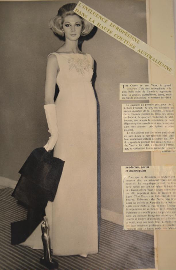 """Robert Fritzlaft, """"Dress of the year"""" met borduursel van 'Fabienne', 1962"""