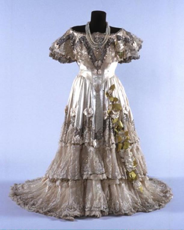 Kostuum van Nellie Melba's Violetta gerenoveerd door 'Fabienne', collectie van Nationaal Trust in Melbourne