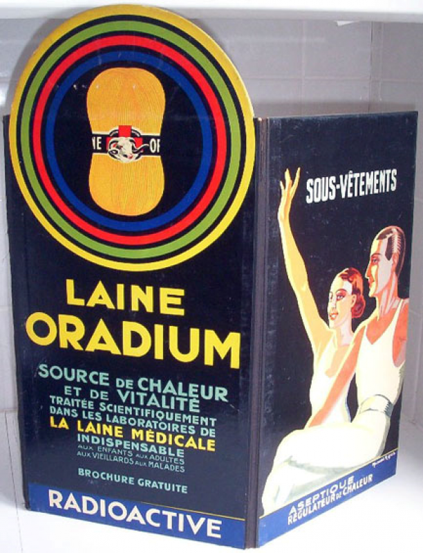 Onderkleding Laine Oradium, radioactieve mode uit het museum, Amsterdam Museum geschreven door Marit Eisses voor Modemuze. Marie Curie, radium, 20e eeuw,  reclamemateriaal voor radioactieve producten, mode, radioactieve mode