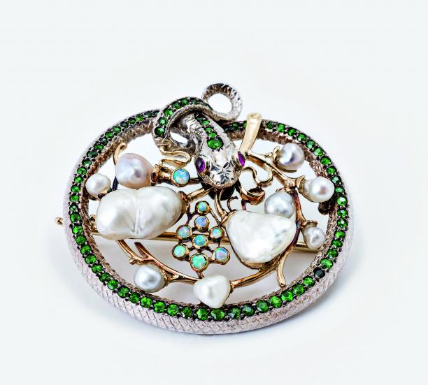 Gold, silver, cast, soldered, chased. Rubies, olivine, opals. Dia. 3.6 cm.