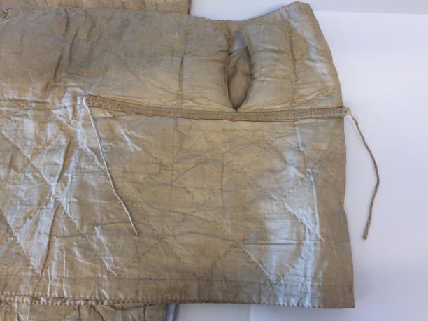 Panier - detail zaksplit en rieten hoepel met striklinten binnenkant. (Foto gemaakt door Judith van Amelsvoort)