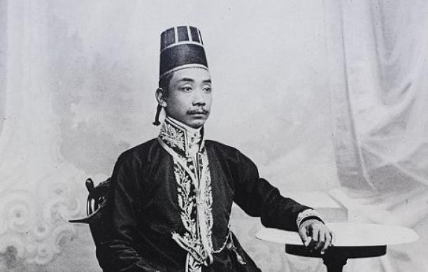 Portret van Kanjeng Gusti Pangeran Ario Mangkubumi, Yogyakarta, Indonesië, 1890-1900, collectie Stichting Nationaal Museum van Wereldculturen.