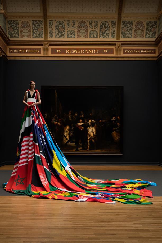 Amsterdam Rainbow Dress voor de Nachtwacht, foto Pieter Henket