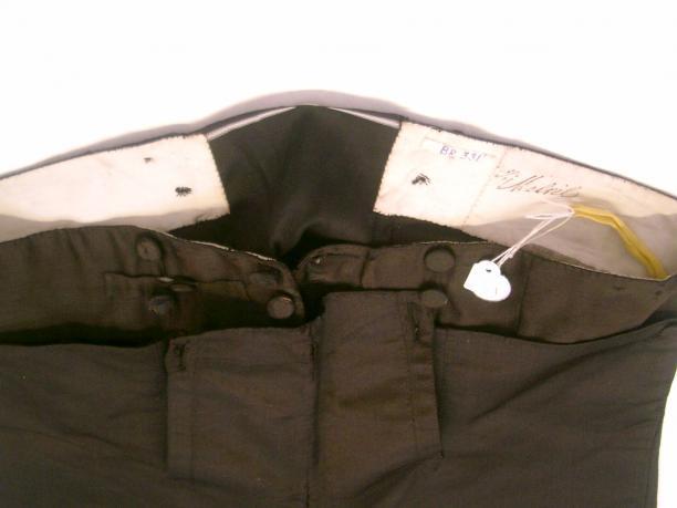 Afb. 9 Middenachter bij de pantalon is ongelijk. Foto: Roy Verschuren.