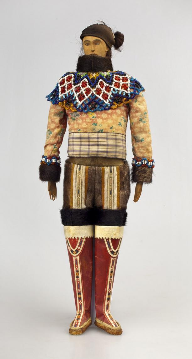 een pop met dracht uit West-Groenland