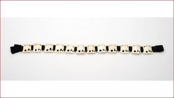 Snoer van stukjes ivoor, 1927-1939,  stichting Nationaal Museum van Wereldculturen