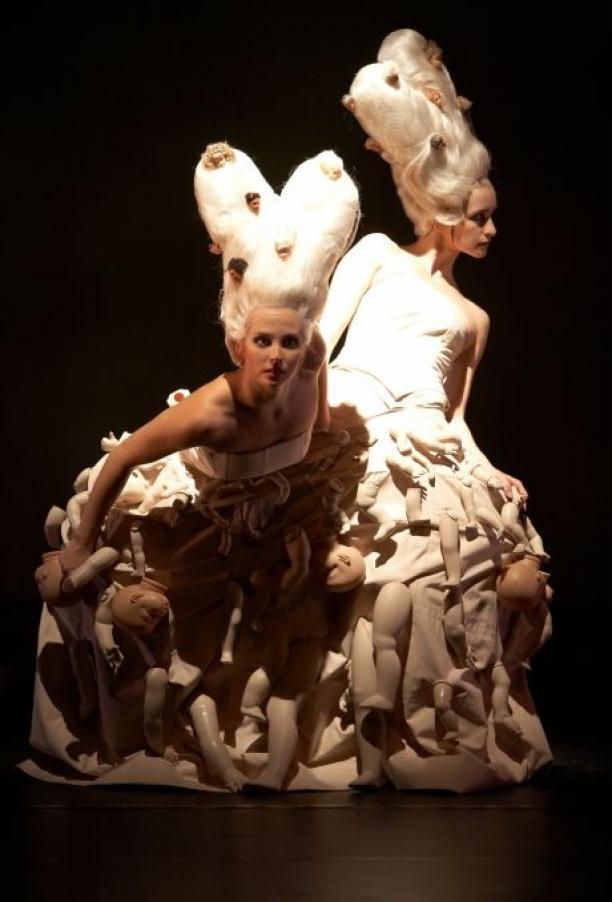 Kostuums van Iris van Herpen uit Synthetic Twin van Nanine Linning, foto:© Kalle Kuikkaniemie