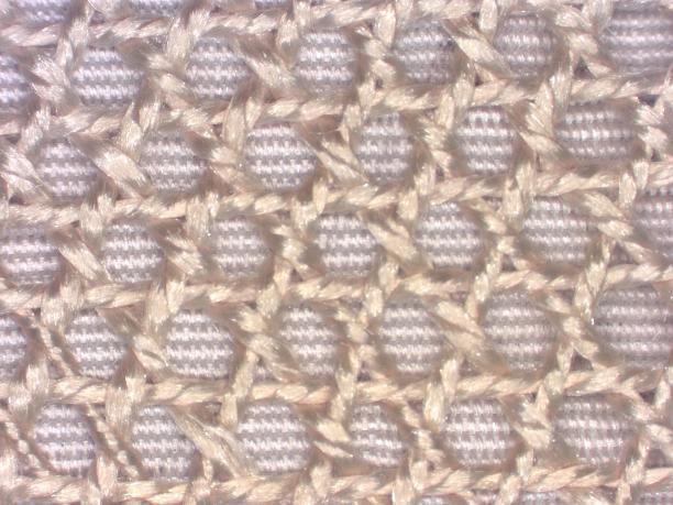 afb. 14 detail borduurwerk: patronen